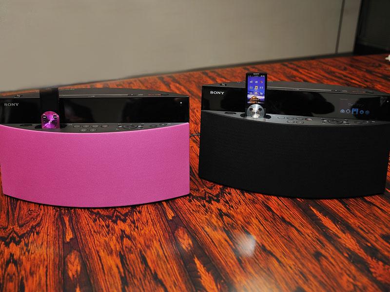 NAS-V5はピンクとブラックを用意する