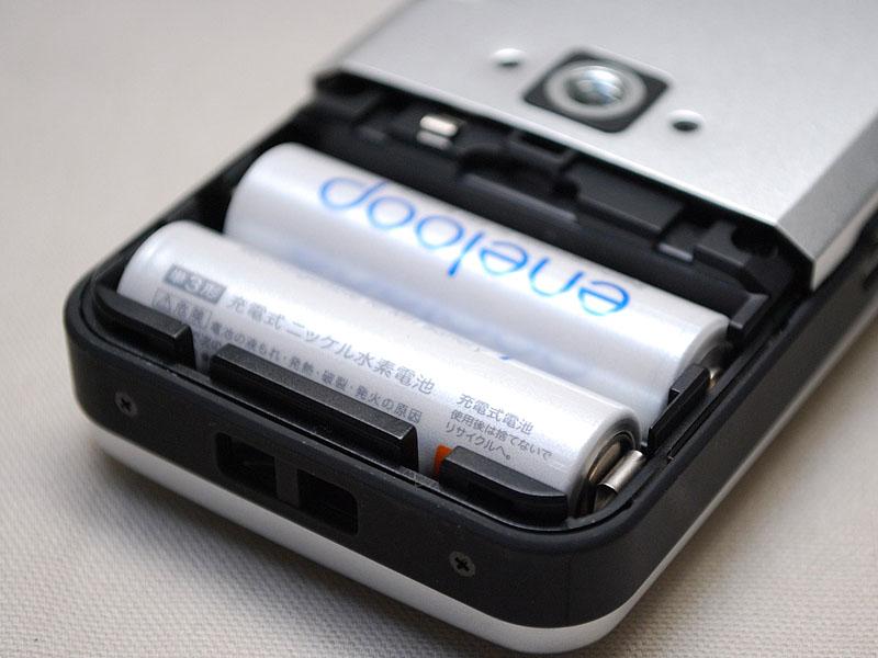 電源は従来どおり単3電池2本