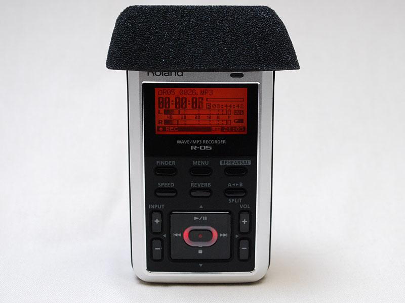 R-05にはウィンドスクリーンが付属する