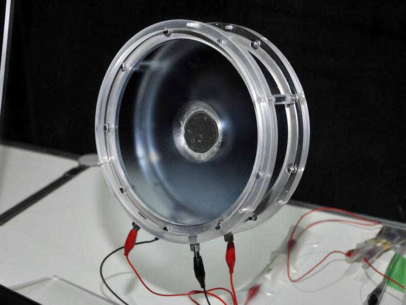 2枚のエラストマーを振動板に採用