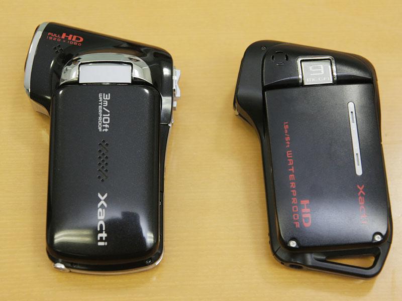 従来の防水対応/720pモデル「DMX-CA9」(右)と比較。グリップ部がスリムになったことがわかる