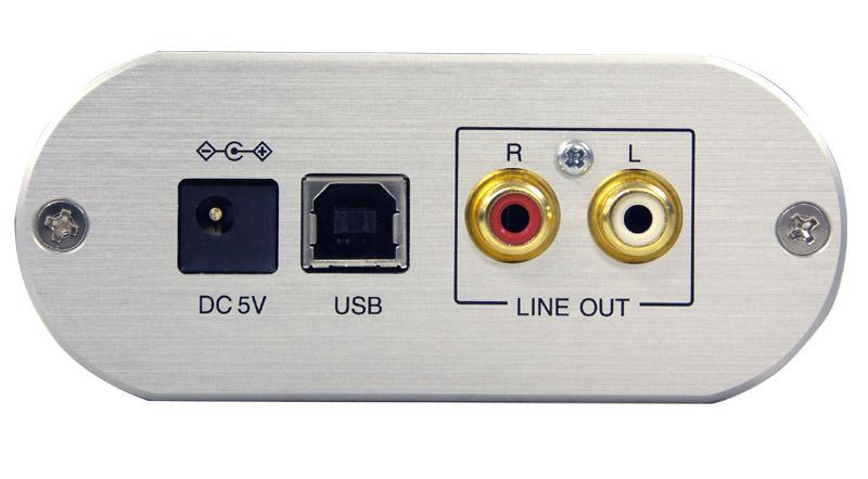 背面。USBのほか、ライン出力も装備する