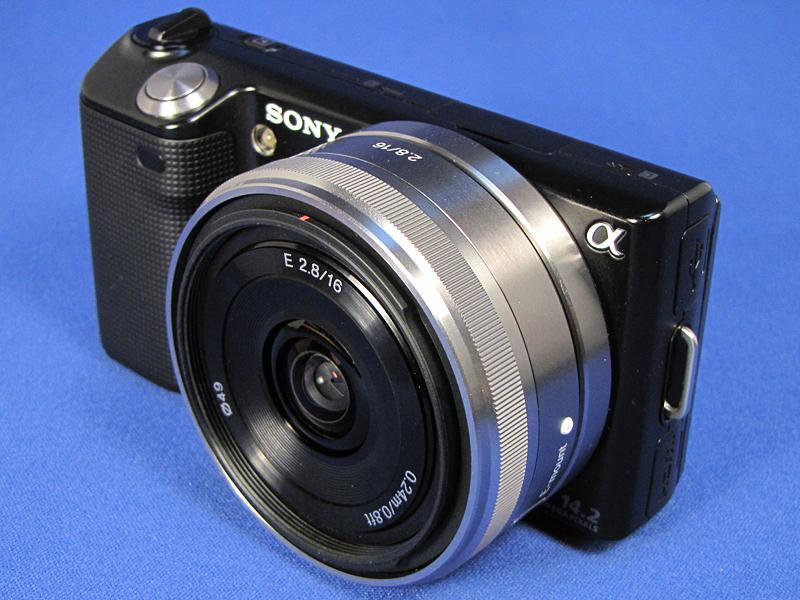 単焦点レンズE16mmを装着したところ