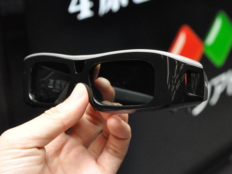 <P align=center>3Dメガネ