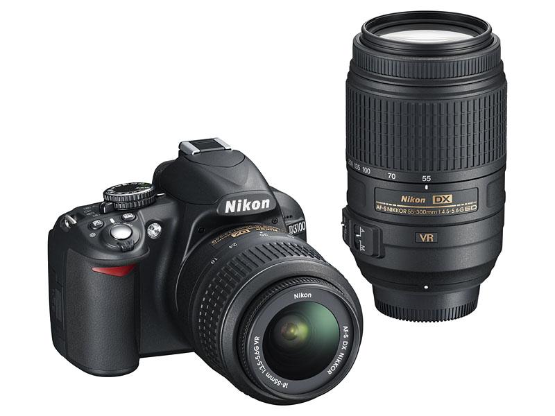 ダブルズームキット。右が「AF-S DX NIKKOR 55-300mm f/4.5-5.6G ED VR」