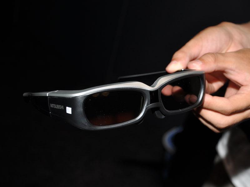 3Dメガネが2つ付属