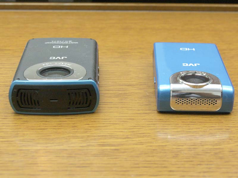 WP10(左)とFM2(右)。WP10はステレオマイク、FM2はモノラルマイクを内蔵する