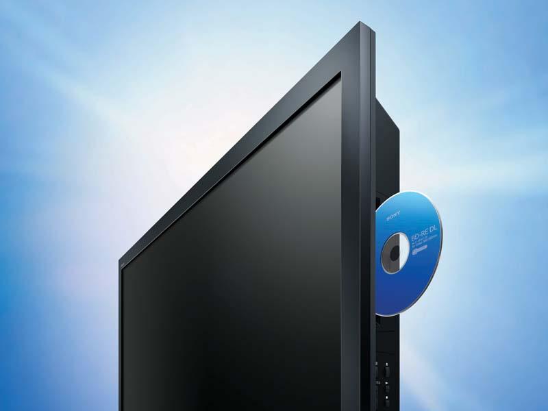 スロットイン式のBDドライブを装備する