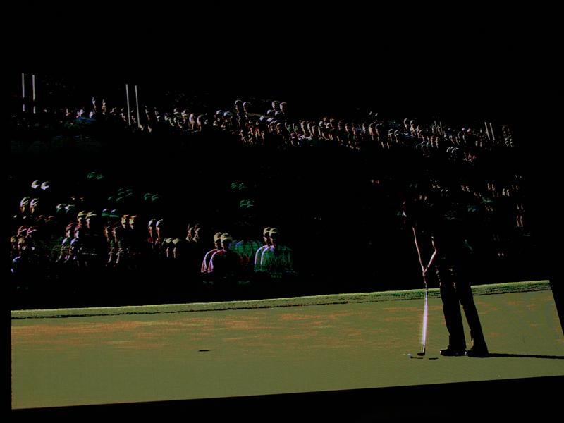 ゴルフの3D映像(2010年のマスターズトーナメント決勝)を280型スクリーンに上映
