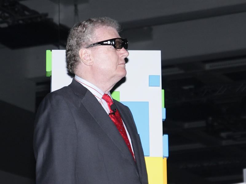 ストリンガー氏も3Dメガネで鑑賞