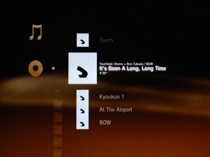 PlayStation 3でのDSDディスク再生画面。アーティスト名、アルバム名、そしてアルバムのジャケットまで表示される