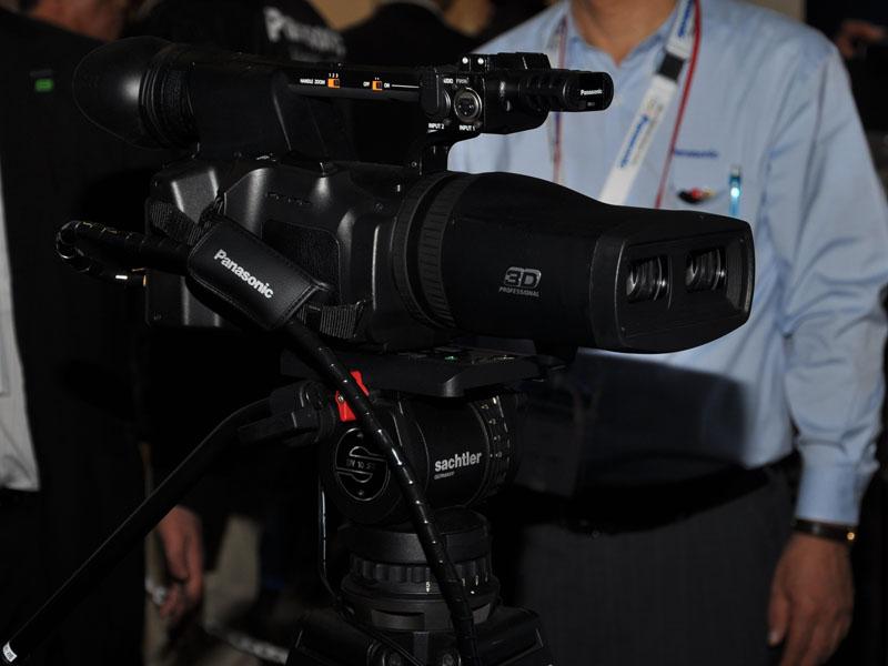 業務用の2眼3Dカメラ「AG-3DA1」の撮影デモも実施