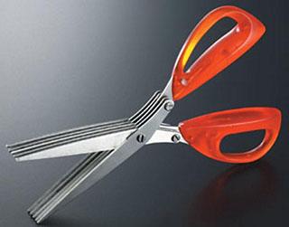 プレゼントのシークレットキーパーは、5枚の刃で短冊状にカットできるハサミ。郵便物や書類を破棄する際に便利