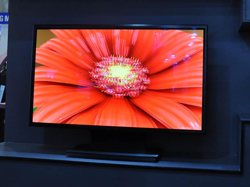 LG Displayは、31型のフルHD有機EL