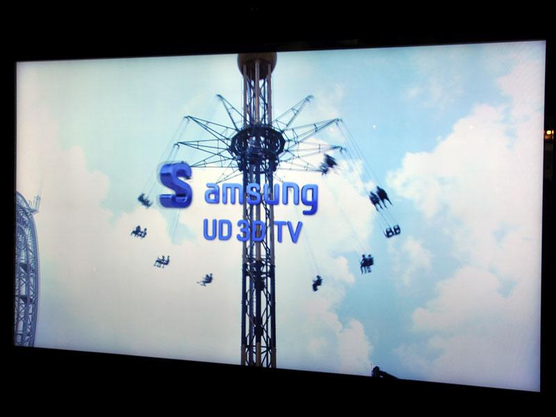 Samsungの70型/3,840×2,160ドット 3Dパネル