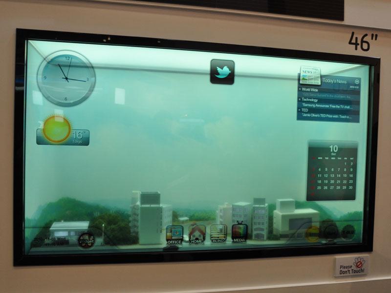 パネルの後方が透けて見える「Transparent LCD」