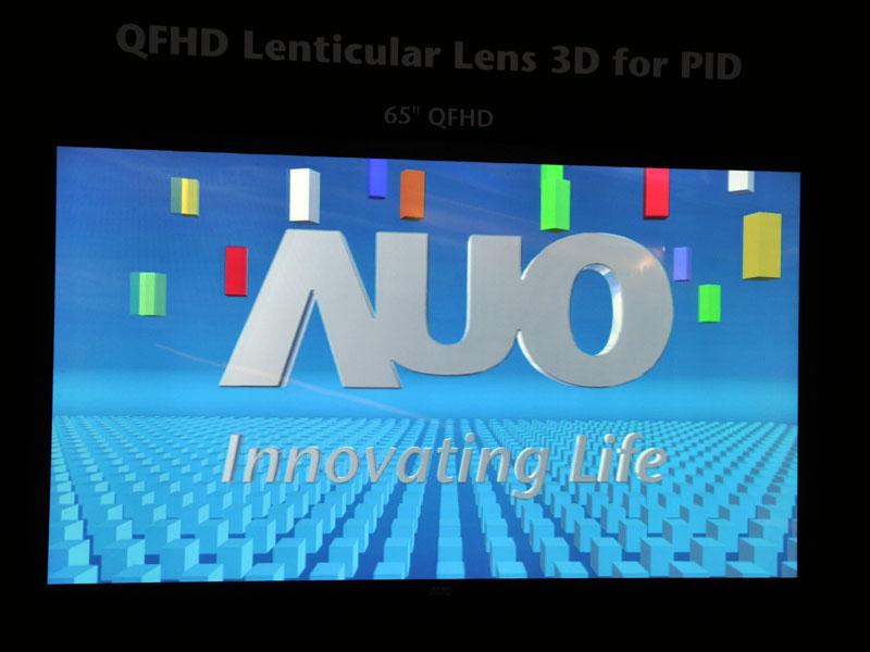 65型裸眼3Dディスプレイ。3D表示時の解像度は1,360×760ドットになる