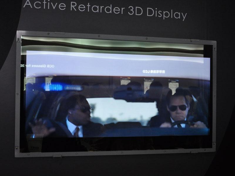 CMOはActive Retarder方式の3Dディスプレイを展示