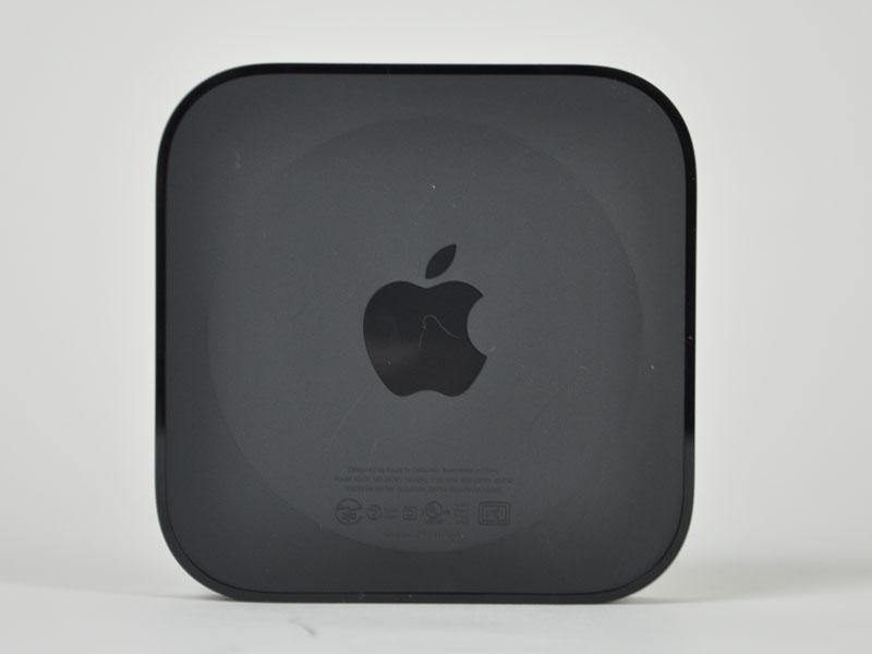 Apple TVの底面。Appleロゴが刻まれている