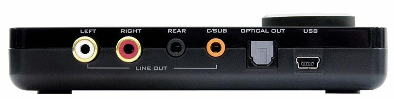 背面。USB入力や光デジタル、アナログ音声出力など装備