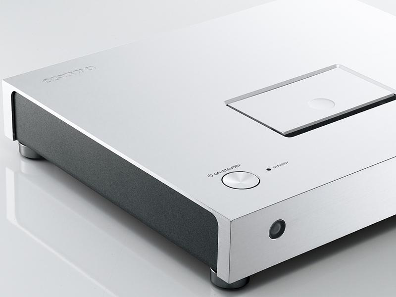 筐体やボタンにアルミ押し出し材を使用し、高音質化とデザインの高級感を両立