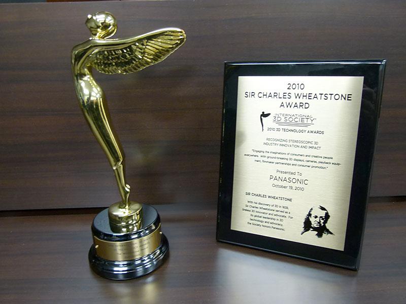 パナソニックは、International 3D Societyによる第1回Charles Wheatstone賞を受賞。3Dに関する規格化から商品化に至るまでの業界のリーダーシップが評価された