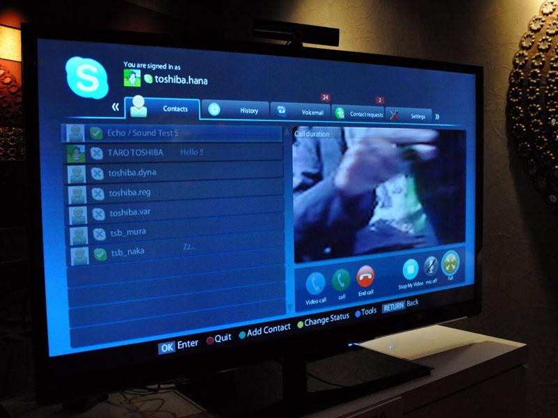 パーティ会場ではノートPCとテレビのSkypeの連携デモ