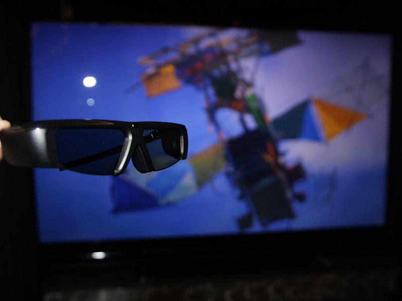 アクティブシャッターメガネを使って3D立体視が行なえる