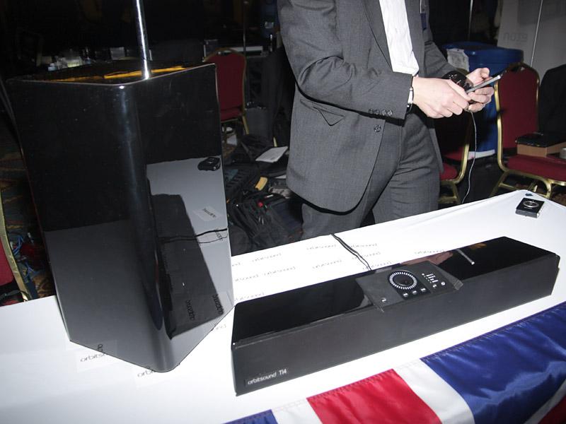 iPodなどの音声をワイヤレスで伝送できる、orbitsoundの2.1chアクティブスピーカー。2011年第1四半期発売で、価格は599ドルを予定