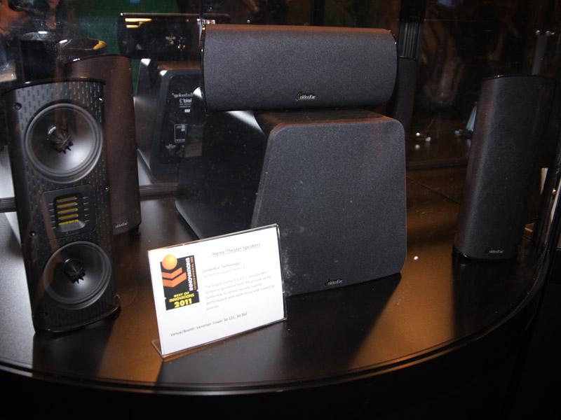 同じく受賞製品のGoldenEar Technology製5.1chスピーカー「SuperCinema3」