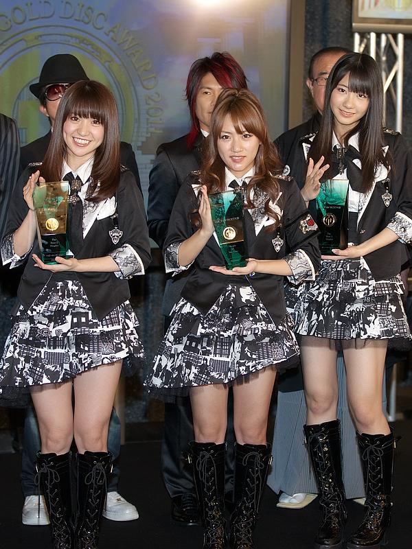 「Beginner」で、「シングル・オブ・ザ・イヤー」を受賞したAKB48は、大島優子さん、高橋みなみさん、柏木由紀さんの3人が駆けつけた