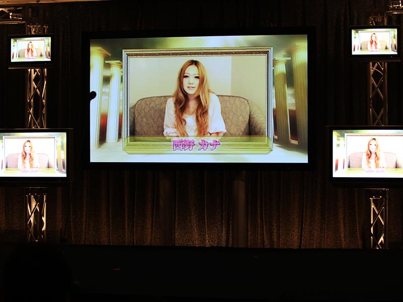 「会いたくて 会いたくて」で「ソング・オブ・ザ・イヤー・バイ・ダウンロード」を受賞した西野カナさんは、ビデオでコメントを寄せた
