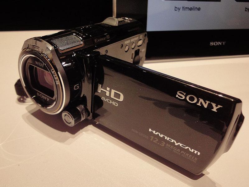 ビューファインダはないが基本部分はCX700と同じ、HDR-CX560V