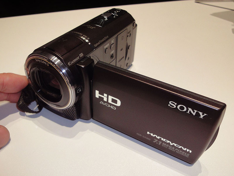 従来のCXシリーズらしいコンパクトモデル、HDR-CX360V