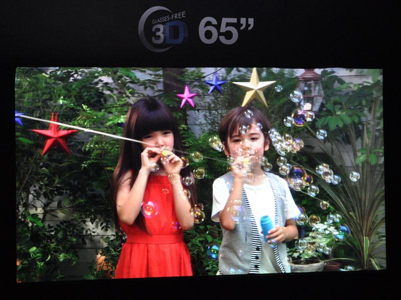 65型の4Kグラスレス3Dテレビ