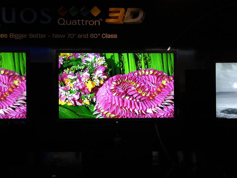"""""""70型""""は、液晶テレビAQUOSとして最大であり、Quattron採用機としても最大"""