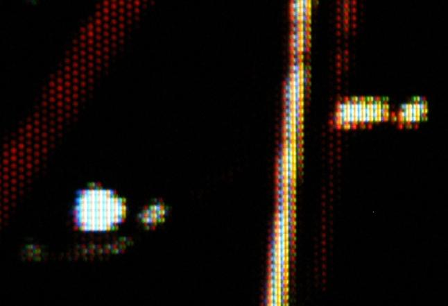次世代Quattronを近接撮影してみたところ。画素形状に大きな変化はないようだ
