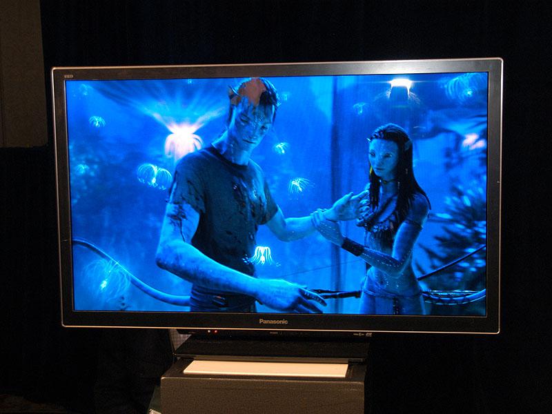 ついにパナソニックも32インチと37インチにおいては3Dテレビを液晶で提供していく方針を決定