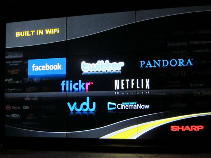 シャープはテレビにWi-Fi機能を内蔵し、ネットサービスへのアクセスしやすさを訴求