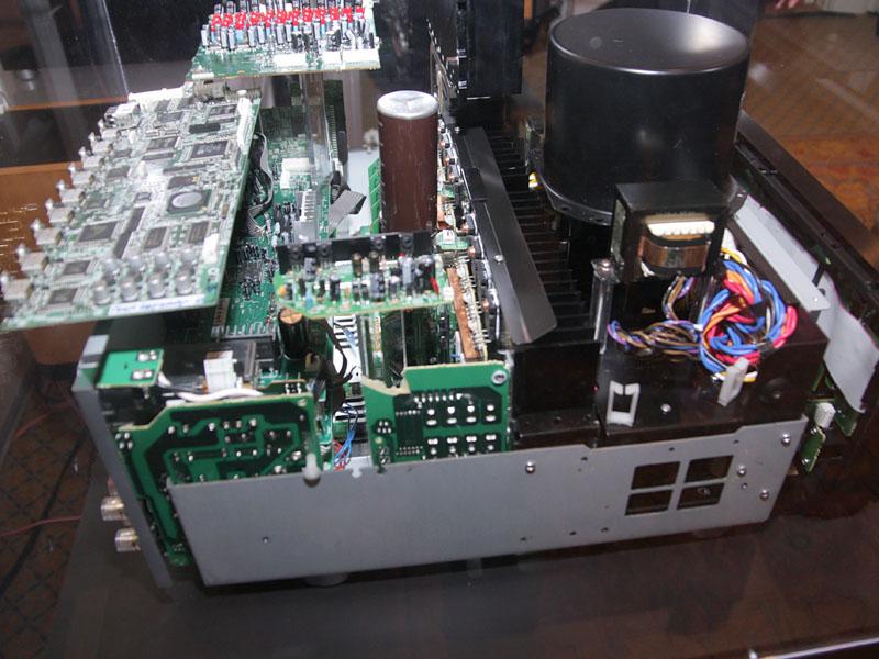 AVアンプ「TX-NR5007」の内部構造を公開する展示も