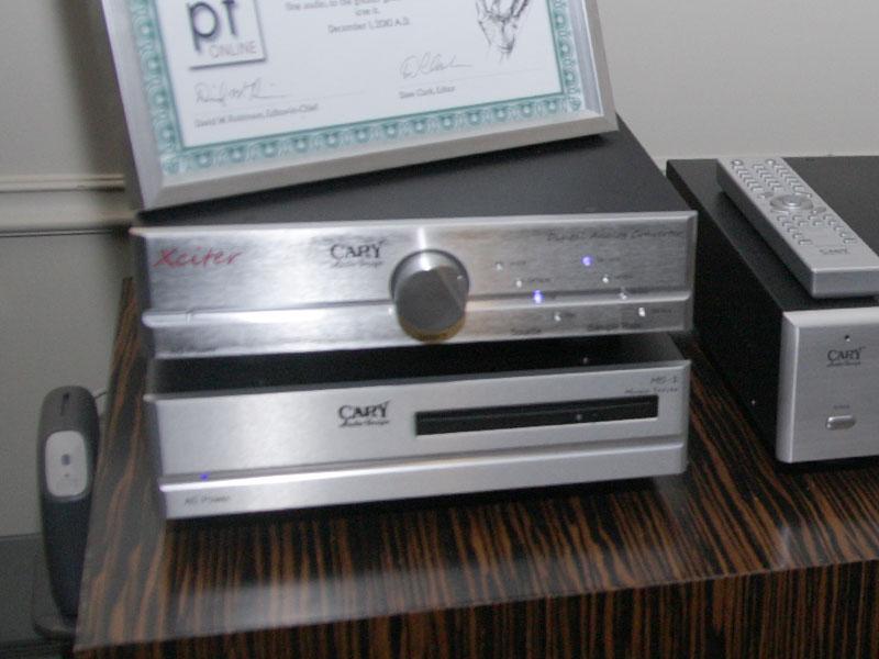 Cary AudioのHDDオーディオサーバー「MS-1」(下)とDACの「Xciter DAC」(上)