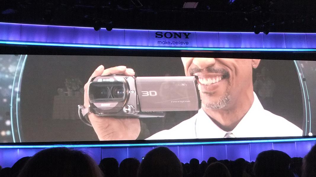 プレスカンファレンスで登場した二眼3Dのハンディカム「HDR-TD10」