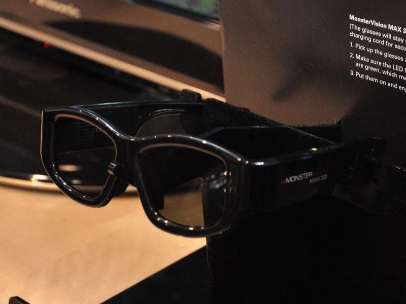 CESで展示していたMONSTERのユニバーサルメガネ
