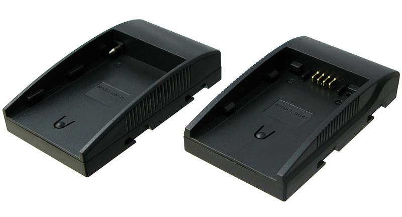 市販バッテリを装着できるアダプタも付属