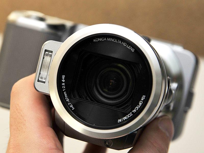 レンズはコニカミノルタ製HDレンズで光学10倍ズーム