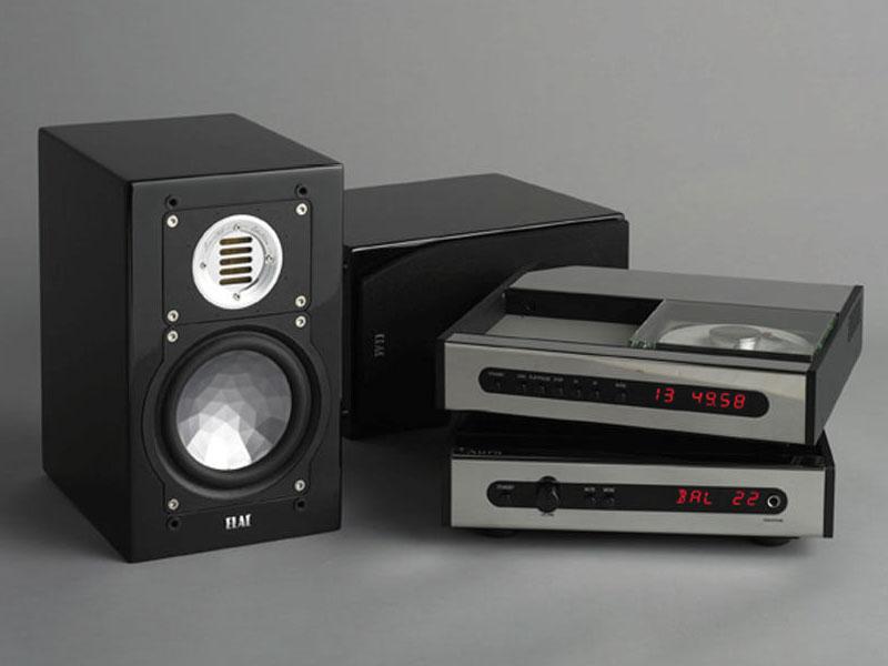 左が「BS 243 LTD highgloss black」。右が「Aura neo」と「Aura groove」