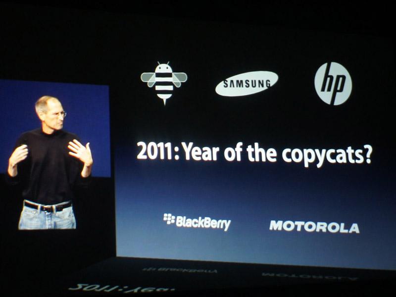 タブレットのライバルを挙げ、「copycat(模倣品)」とバッサリ。2011年もiPadの年になる、と宣言した