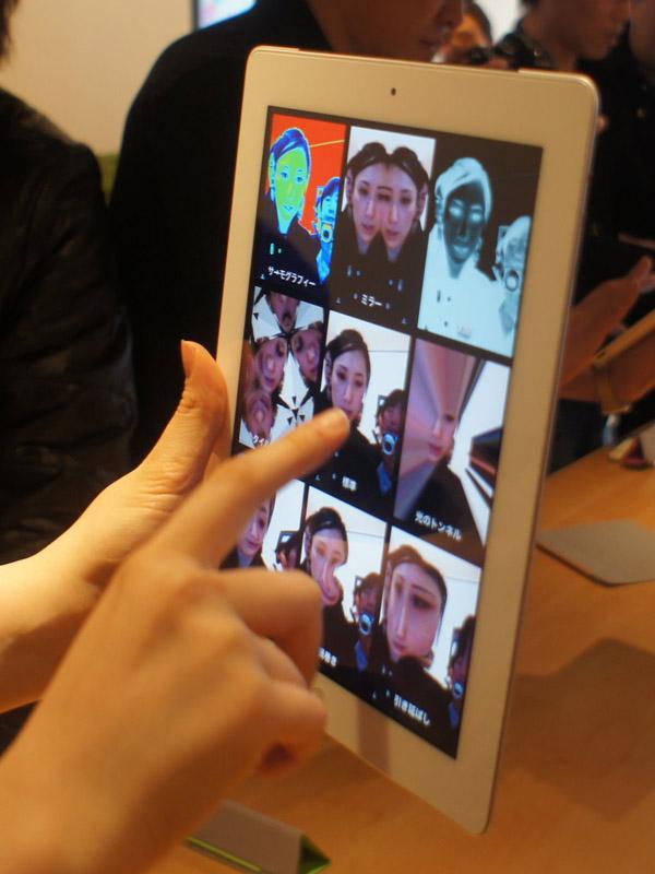 PhotoBooth。特殊加工は指で位置を変えたりできる。iPhone 4でも利用できるようになる予定だという