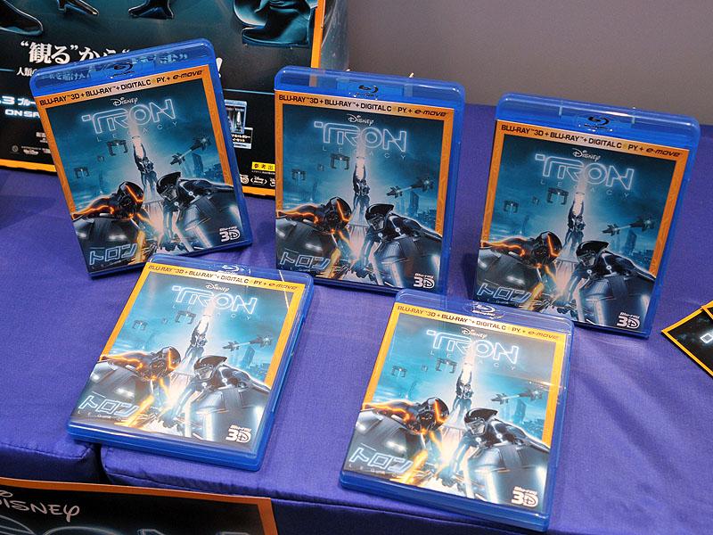 会場にはBDパッケージも参考展示された。写真はBlu-ray 3D版も付属する「3Dスーパー・セット」