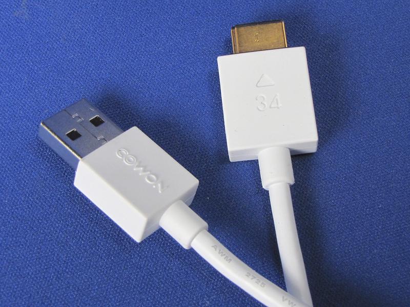 専用のUSB接続ケーブルが付属